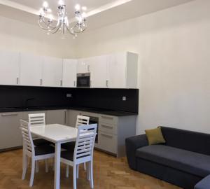 Pronájem bytu 2+kk, 67 m2 - Mánesova, Praha 2
