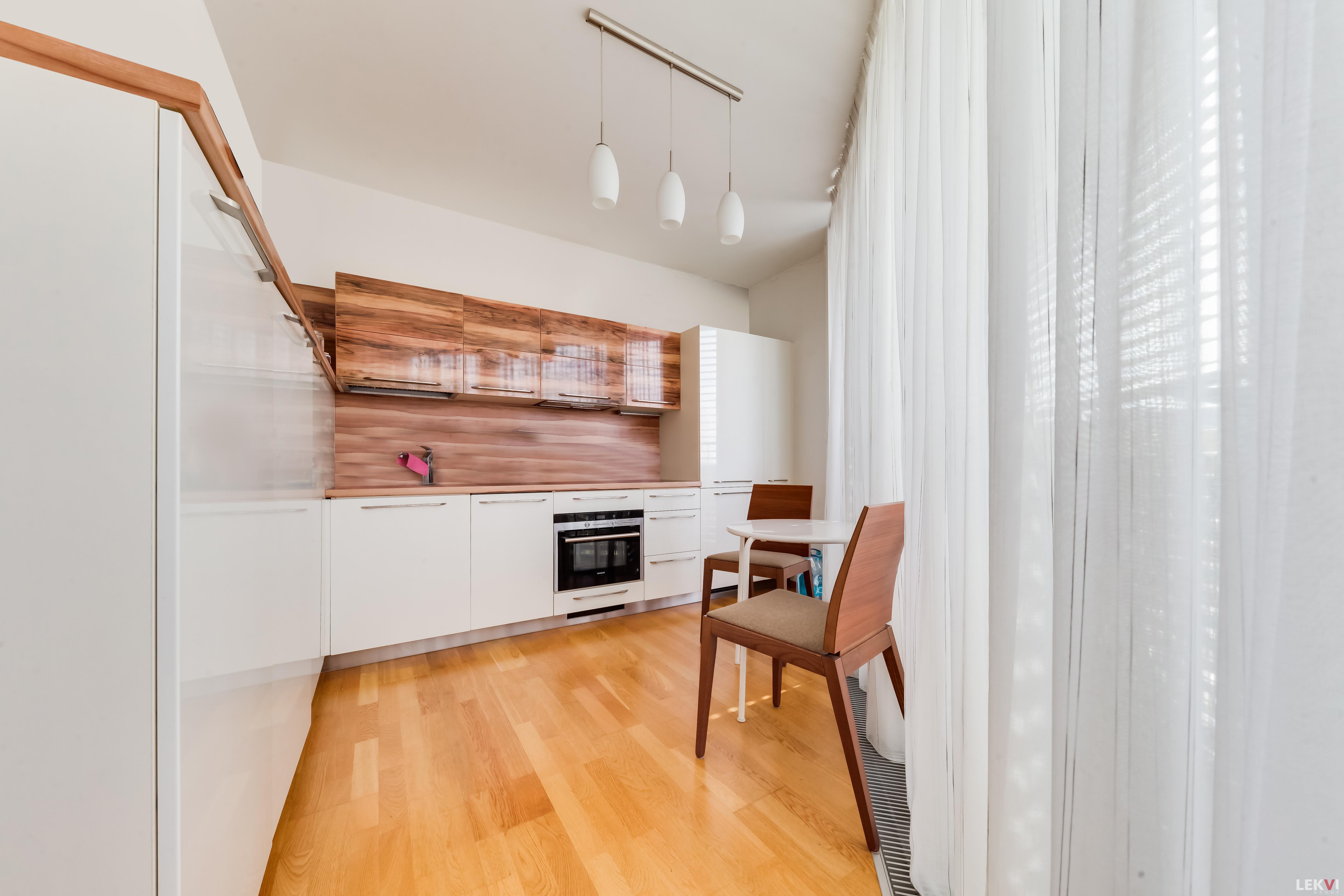 Pronájem bytu 3+kk, 100 m2 - Ke Kapslovně, Praha 3