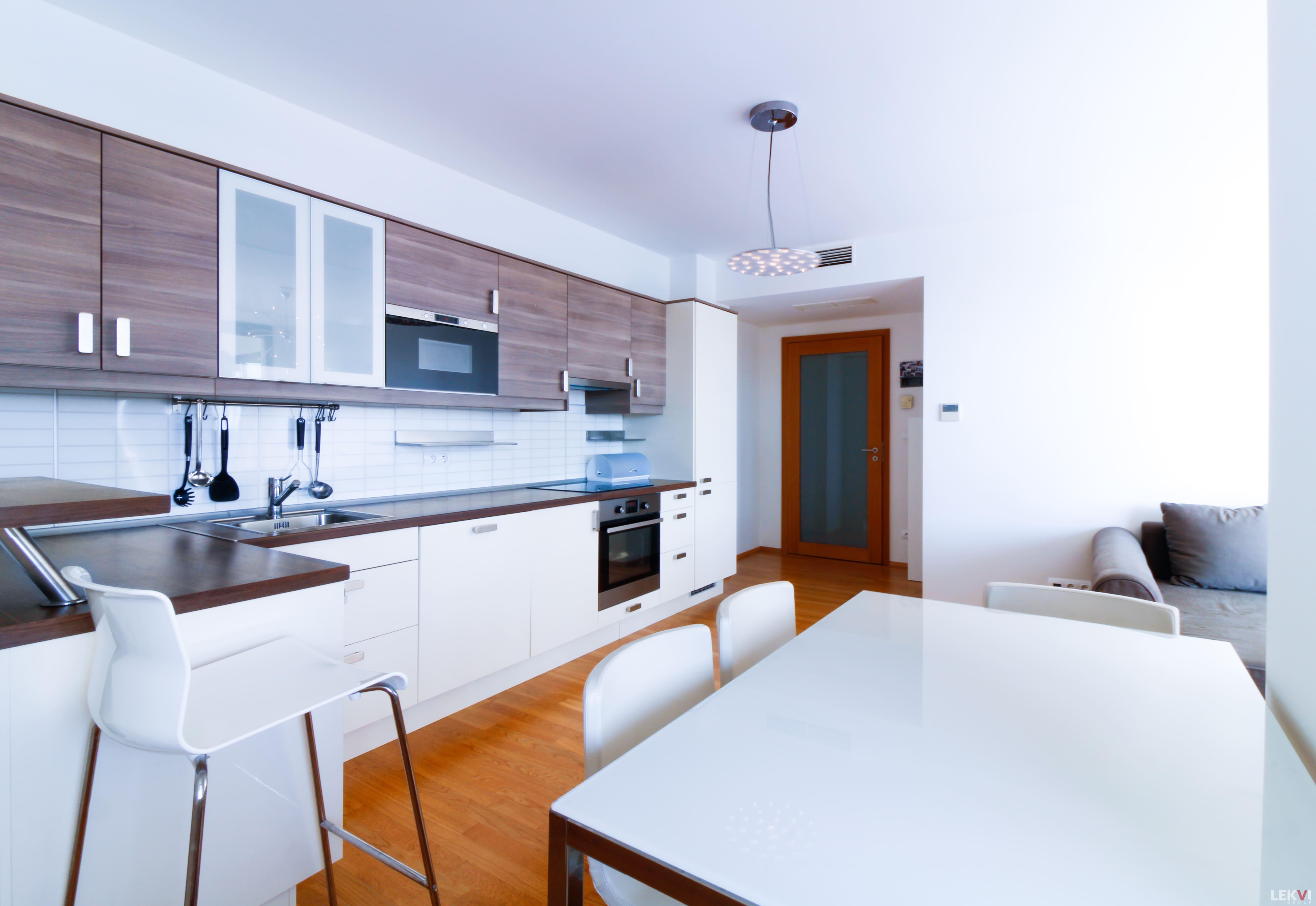 Pronájem bytu 2+kk, 70 m2 - Ke Kapslovně, Praha 3
